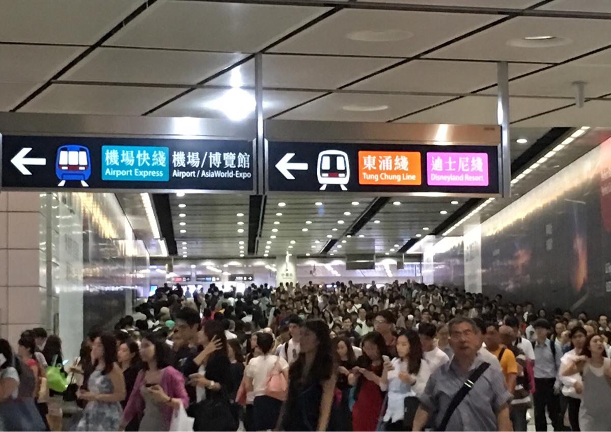 香港に台風が上陸 – 香港人にとって台風はお祭りの1つです