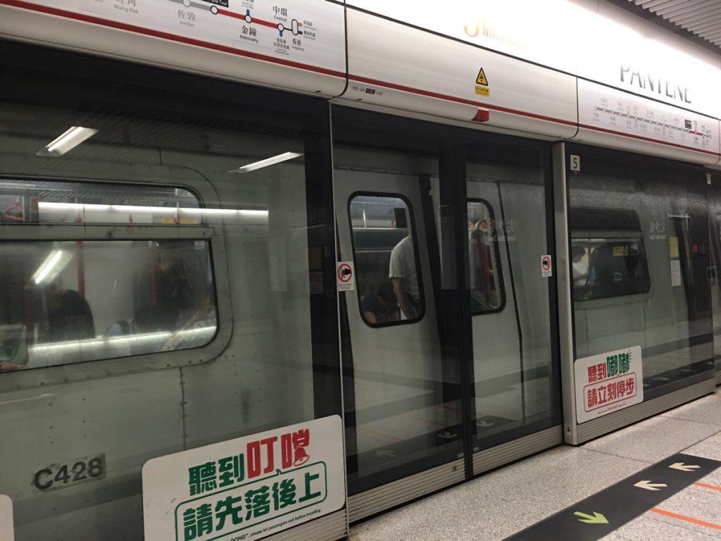 香港の地下鉄で子供が数時間行方不明になったので、改めて子供の防犯について考えてみました
