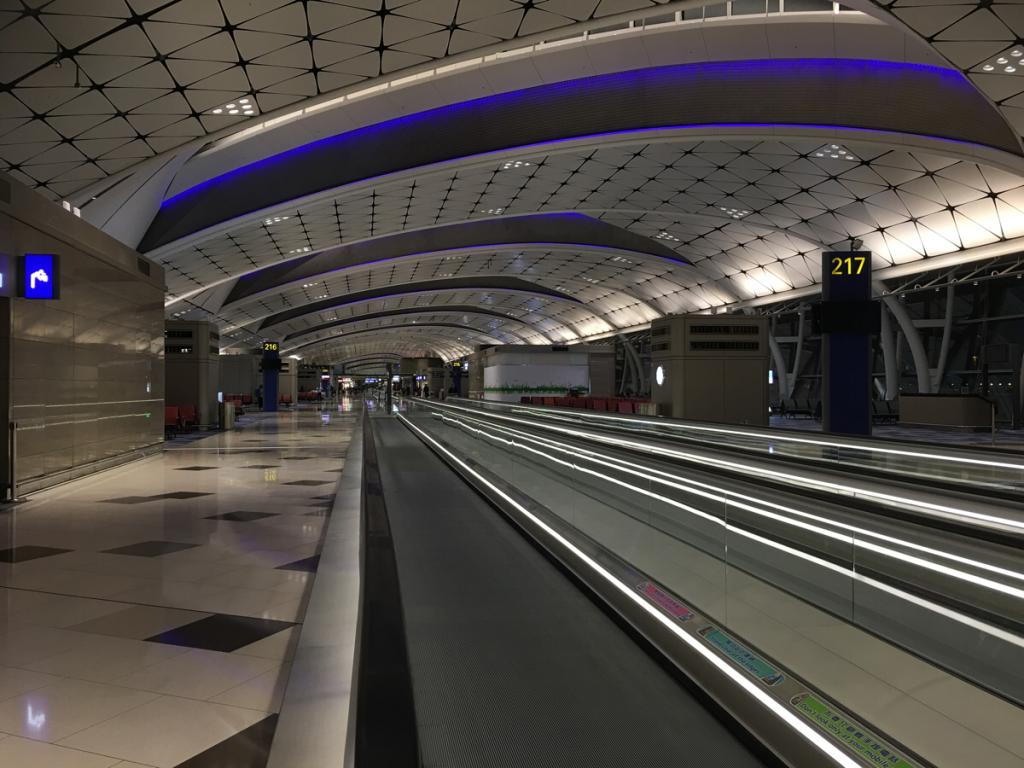 香港国際空港に新しく出来たばかりの「ミッドフィールドコンコース(Midfield Concourse)」を探索しました