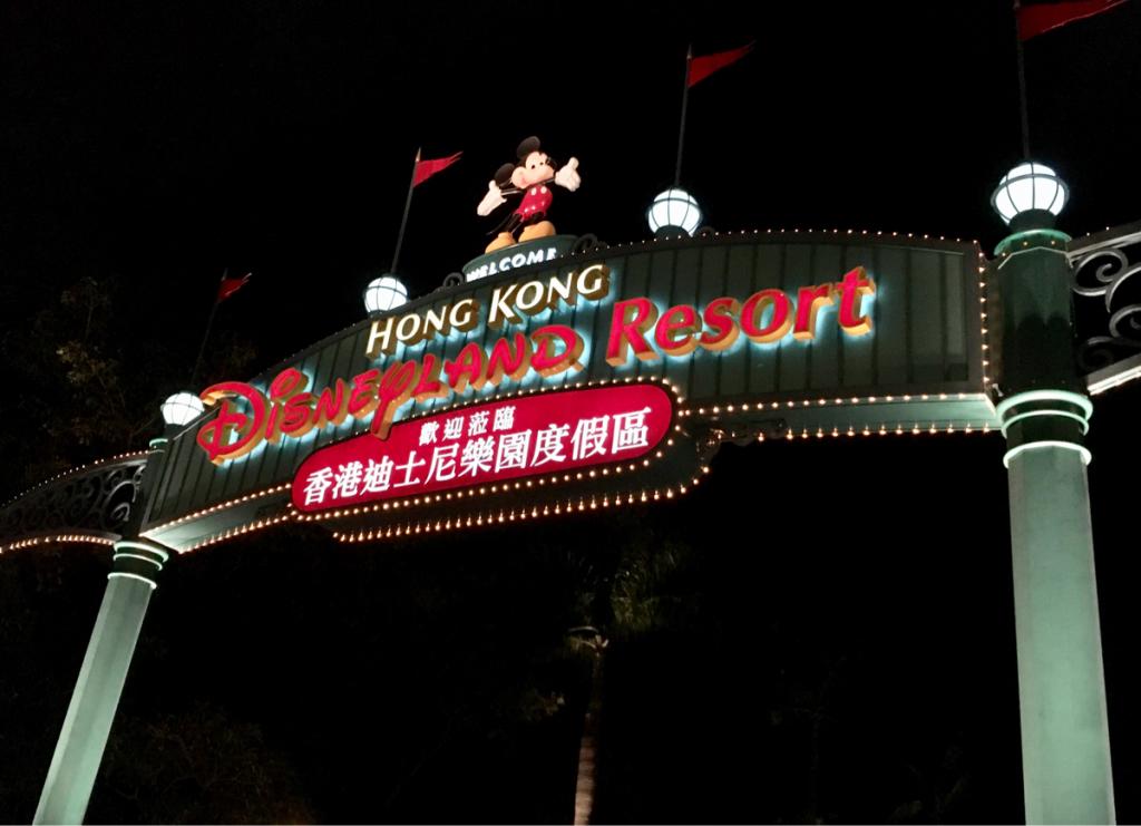 クリスマス前の平日夜に香港ディズニーランドに行ってきました