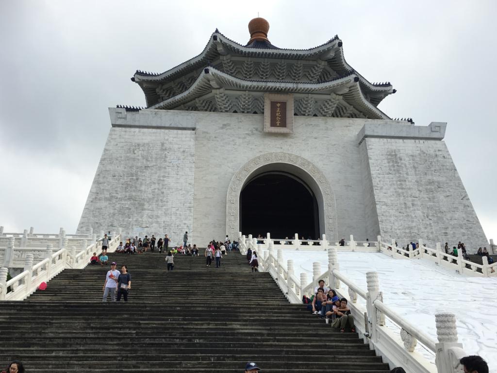 子連れで週末台湾旅行 (4)少しだけ観光 〜 中正紀念堂