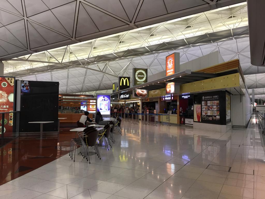 香港国際空港の出国後エリアにある「24時間営業」の飲食店を調べてみました