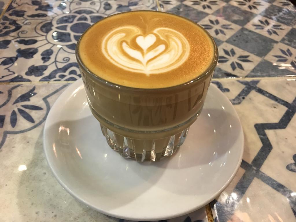 香港旺角廣華街のタイ料理店「金滿象正宗泰國菜」とその間にあるカフェ「18 Grams」(後編)18 Grams Specialty Coffee でくつろぎの時間を過ごしました