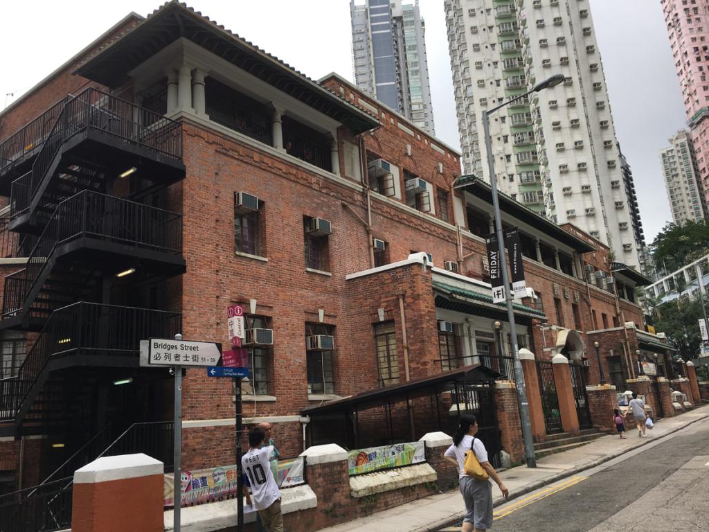 香港中華基督教青年會中央會所(Chinese YMCA of Hong Kong Central Building )の100年前に作られた香港初のインドアプールはまだ現役!〜香港歴史散歩@上環(Sheung Wan)