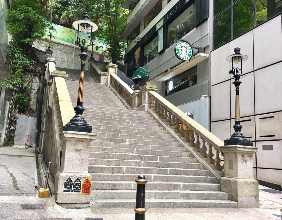 ダデル・ストリート(Duddel Street)の石段とガスランプは、お昼も良いけどランプが点灯される夕暮れ時に行くのもオススメです〜香港歴史散歩@中環(セントラル)