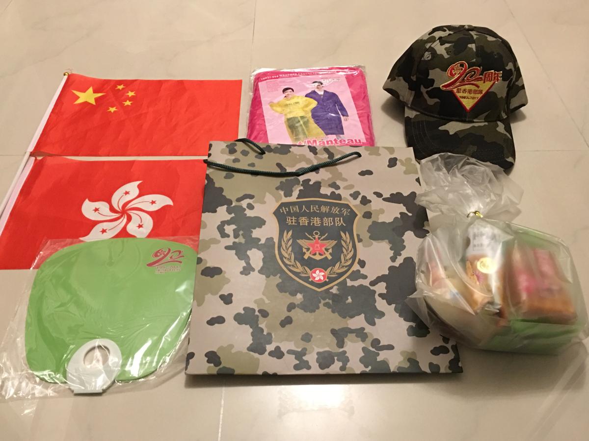 香港にある中国人民解放軍の基地「新圍軍營」を見学~(8)基地でもらった景品