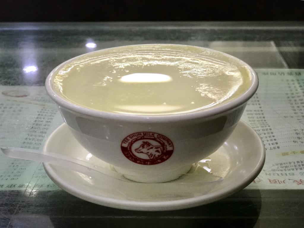 港澳義順牛奶公司のショウガ味のミルクプリン「巧手薑汁燉鮮奶」はショウガの味が効いていて大人の味だった