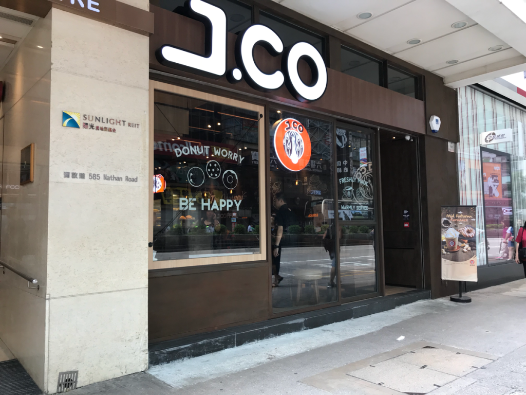 旺角(Mong Kok) に新しくできたJ.CO Donuts & Coffeeでドーナツを食べながらホッと一息