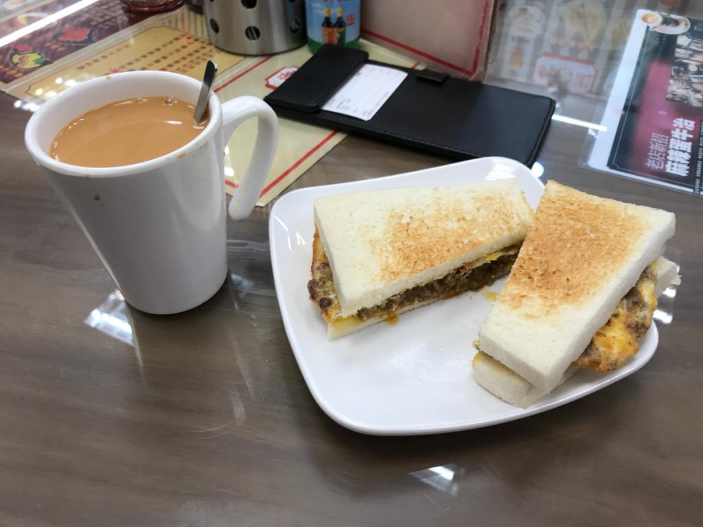 新香園@深水埗の新メニュー「麻辣蛋牛治」は、辛さが効いた中華風サンドイッチです