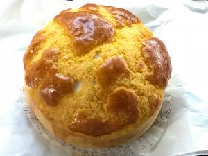 """祥興珈琲室のチャーシュー入りのパイナップルパン「叉焼菠蘿包」を食べて、「これは""""おかず""""なのか?それとも""""おやつ""""なのか?」といつかの朝ドラみたいなことを考えてしまった〜香港歴史散歩@跑馬地(Happy Valley)"""