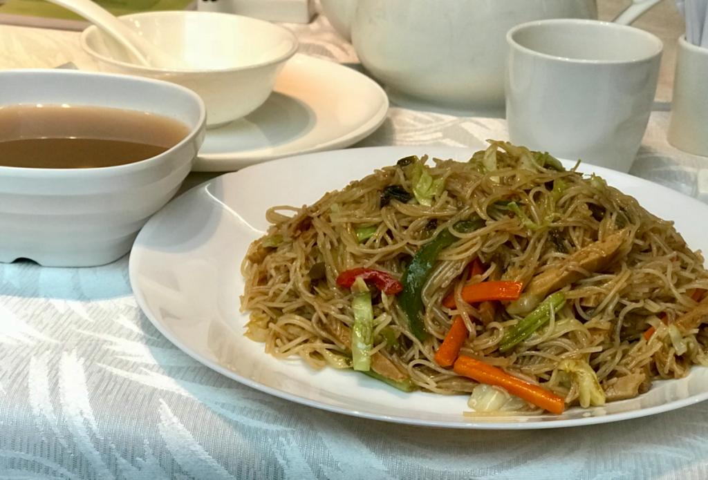 ベジタリアンの中華レストランでビーフンを炒めたものを食べた〜同德素食(Tong De Veggie)@尖沙咀