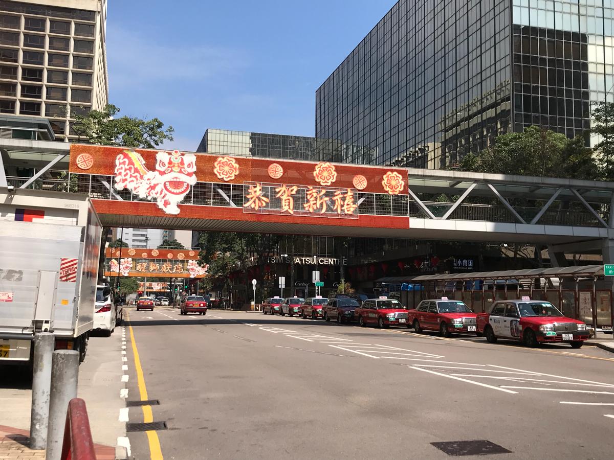 旧正月を過ぎて急に暖かくなった香港の街を散歩