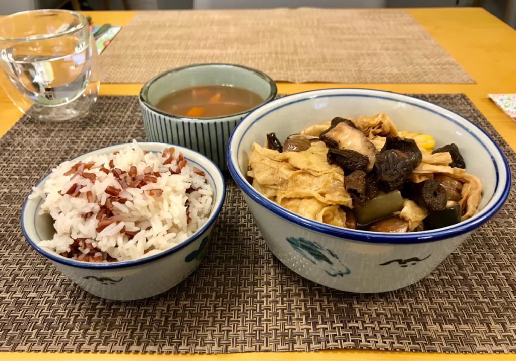 ベジタリアンの中華料理店の紅白米の食感が気に入っています〜嚐聚素食(Tasty Veggie)@尖沙咀
