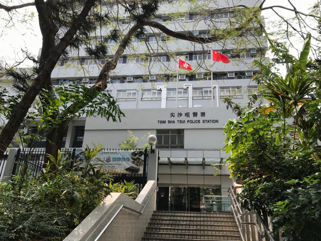 香港警察の建物と自分のブログの外観の色が全く一緒なのに気づいて驚いた