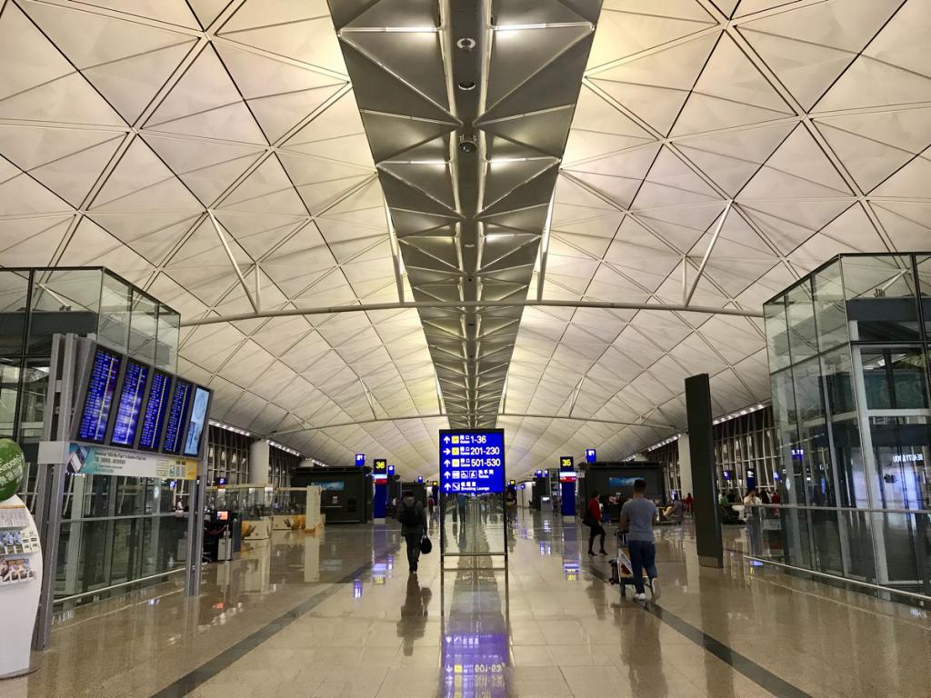 香港国際空港で何かと投稿したがる私は、典型的な「エアポート投稿おばさん」かもしれない