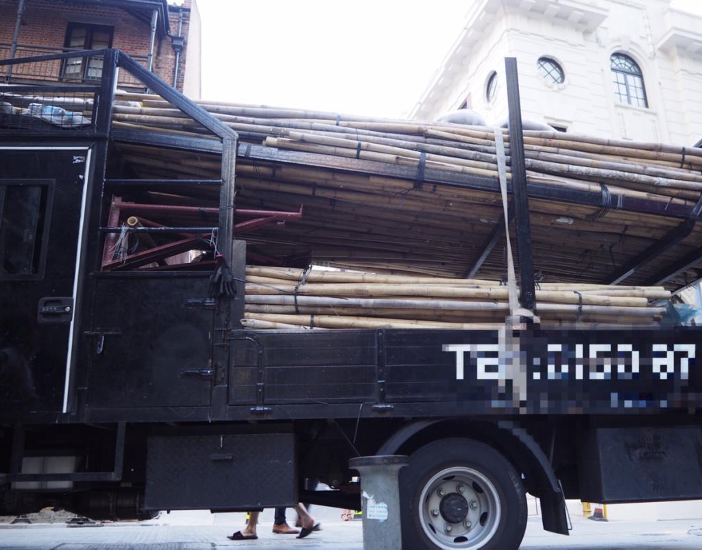 大館に行くのに頑張ってポッティンガー・ストリートから行ったけど、肝心な所で路駐のトラックに邪魔されてしまった~香港セントラルにある旧中央警察がアート施設になった大館(Tai Kwun)を訪問(2)