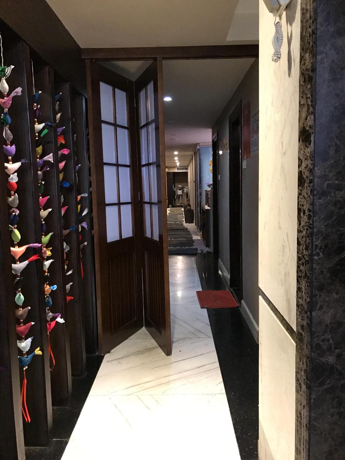 ハノイのホテルは間口が狭くて奥行きの深い「うなぎの寝床」になっていて面白い/ Hanoi Brilliant Hotel & Spa~子連れでハノイ旅行(6)