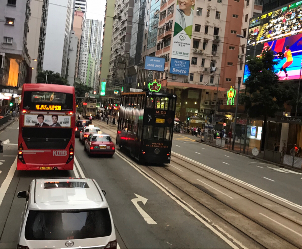 香港では「名字が先」でも「名前が先」でもどっちでも良いのかもしれない