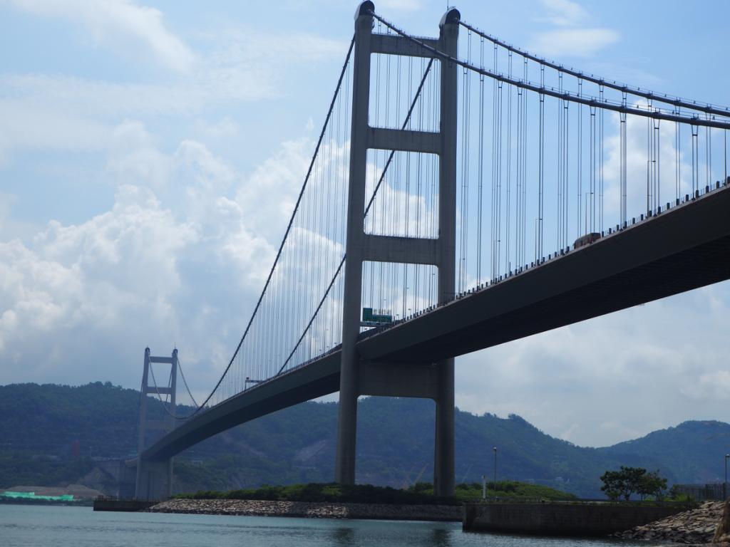 まずは「ノアの方舟」の前のビーチから「青馬大橋」を見上げた~馬灣をお散歩しながら巨大橋を間近で見た(1)