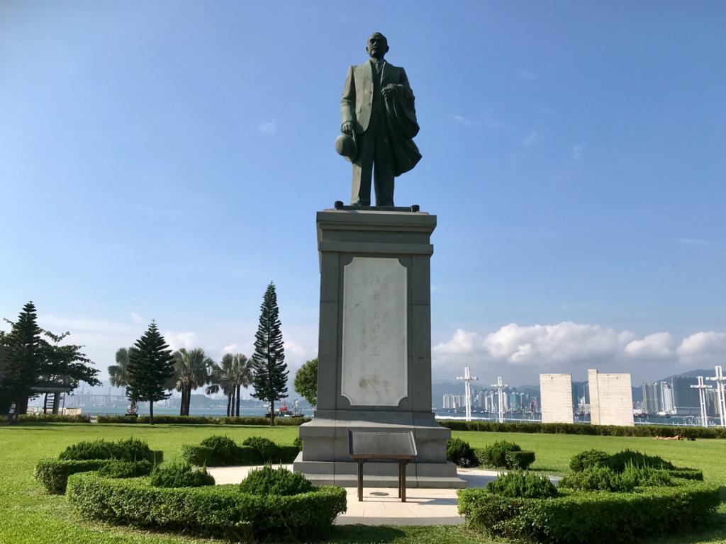 大士王が掛け軸だったり、骨組みが昔ながらの竹だったりしたのが良かった~香港のお盆祭り「ハングリー・ゴースト・フェスティバル(盂蘭勝會)」を見学(10)~佛教三角碼頭街坊盂蘭勝會@中山紀念公園
