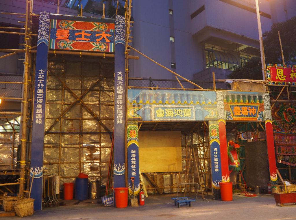 お祭り最終日に立ち寄ったら、既に大士王がお炊きあげになった後で残念だった~香港のお盆祭り「ハングリー・ゴースト・フェスティバル(盂蘭勝會)」を見学(11)~尖沙咀官涌街坊盂蘭勝會@佐治五世紀念公園