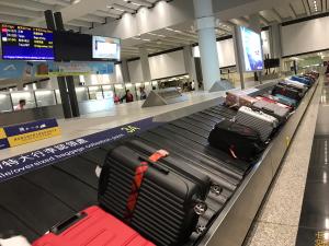 香港エクスプレスの機内に預けたスーツケースが到着地の香港で出てこなかったので、職員を呼んで対処してもらった