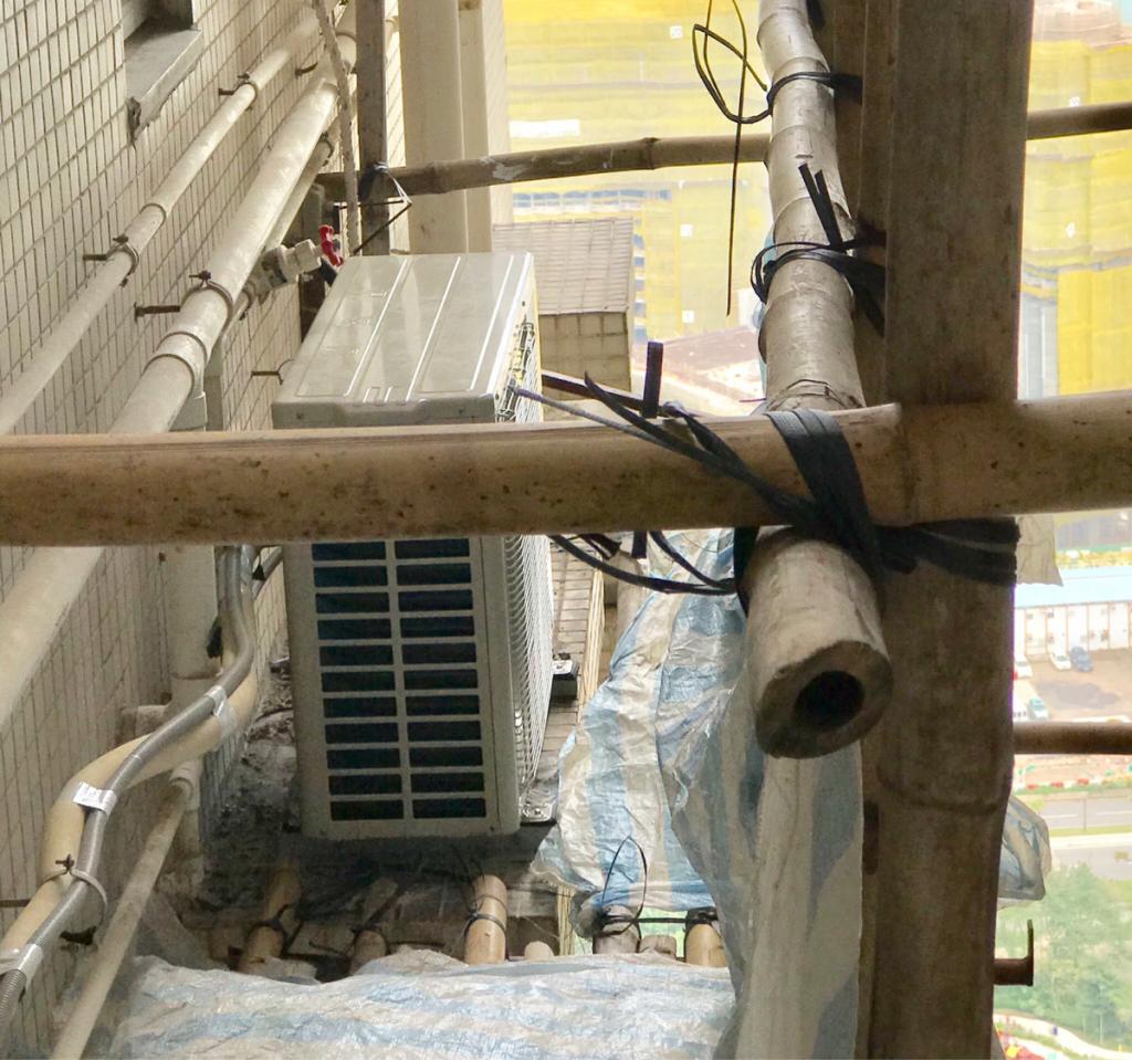家のエアコンの室外機交換のために「竹の足場」が組まれる工程を見られなかったのが残念