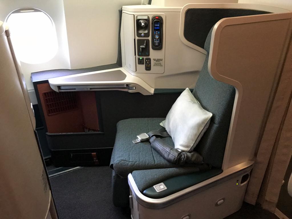 キャセイパシフィック航空のエアバスA330-300型機は、ビジネスクラスの席の数が他に比べて圧倒的に多かった