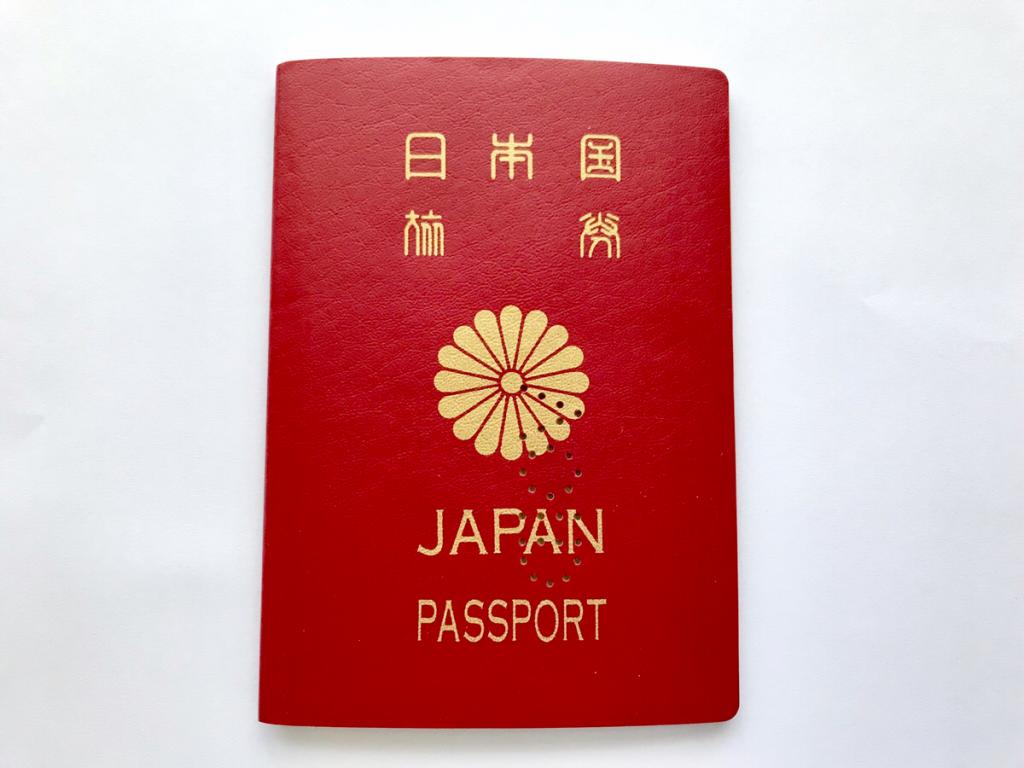 20年前のパスポートに、はじめて行った香港と中国ビザのスタンプが載っていて懐かしくなった