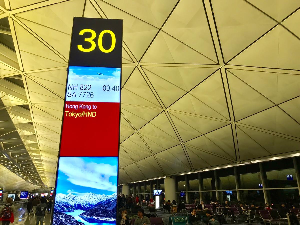 金曜日の香港発羽田行き深夜便「全日空(NH)822便」が日本人サラリーマンだらけだった理由を考えてみた