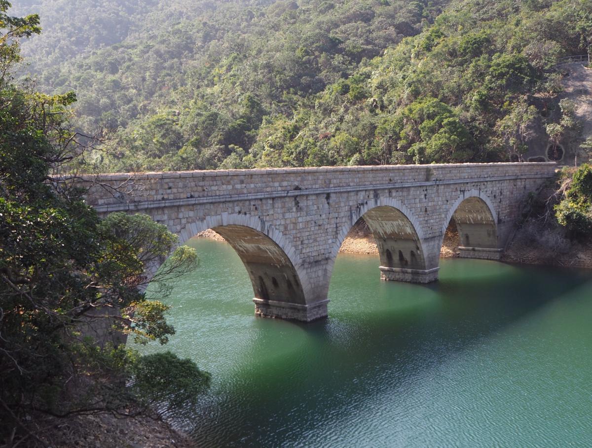 貯水池の周りの美しい石積みの橋を渡った~大潭水務文物徑(Tai Tam Waterworks Heritage Trail)をお散歩(2)