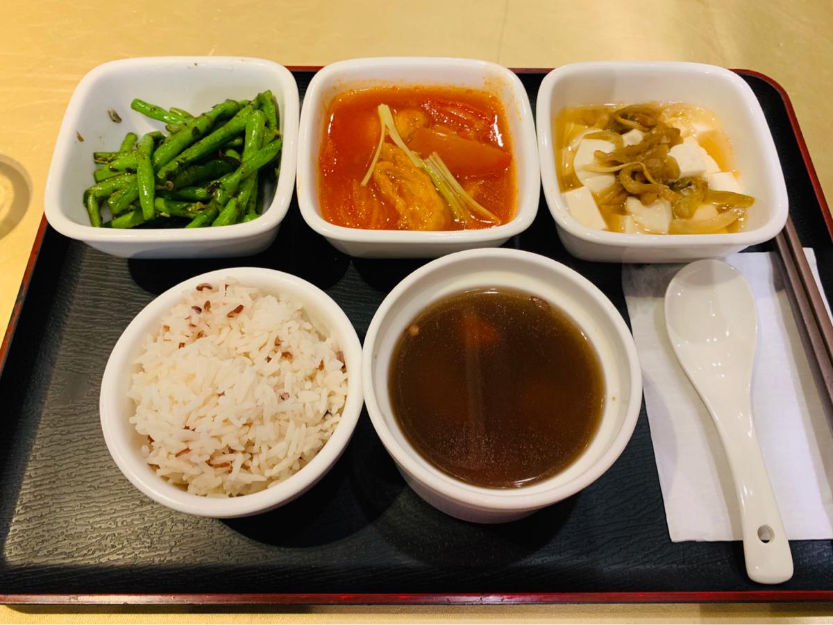 素食の定食メニューを食べて、これくらいのさっぱりご飯がいいなと思った〜宝彩軒蔬食料理@上環