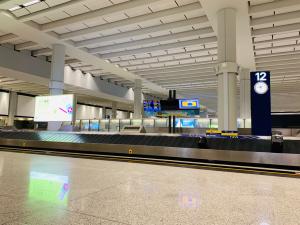 香港国際空港で荷物が出てこなったけど、その理由は1つしかないなと思った