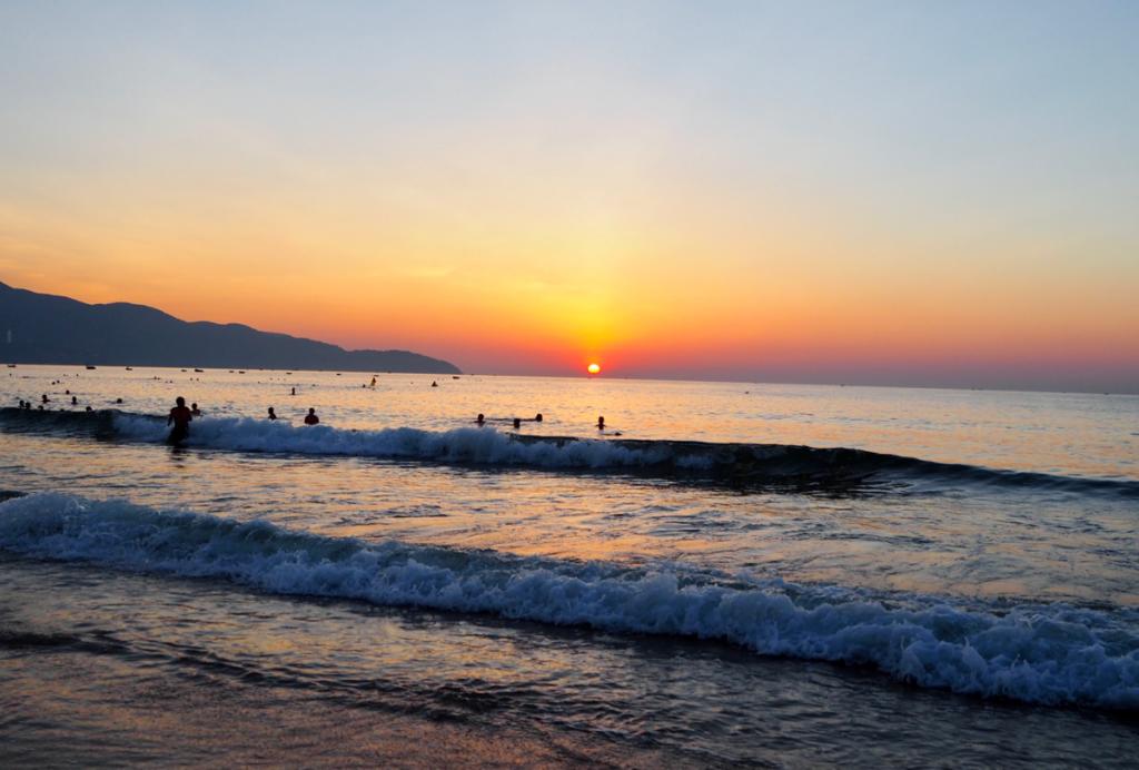 早朝5時がピークタイム!?ダナンのミーケービーチは、夜明け前から早朝にかけて行くのがオススメ〜子連れ旅行@ベトナムダナン(11)