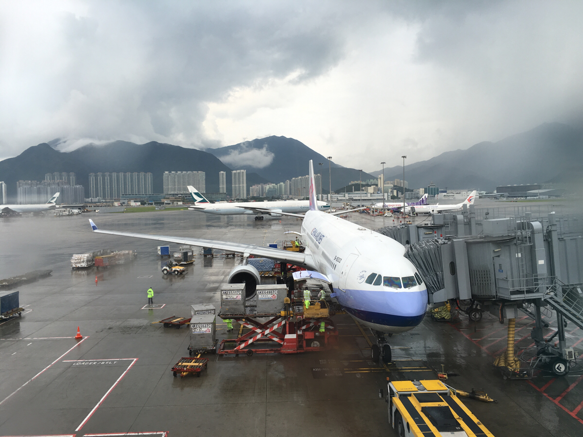 香港国際空港にある給水器は深夜便のときにとても助かります