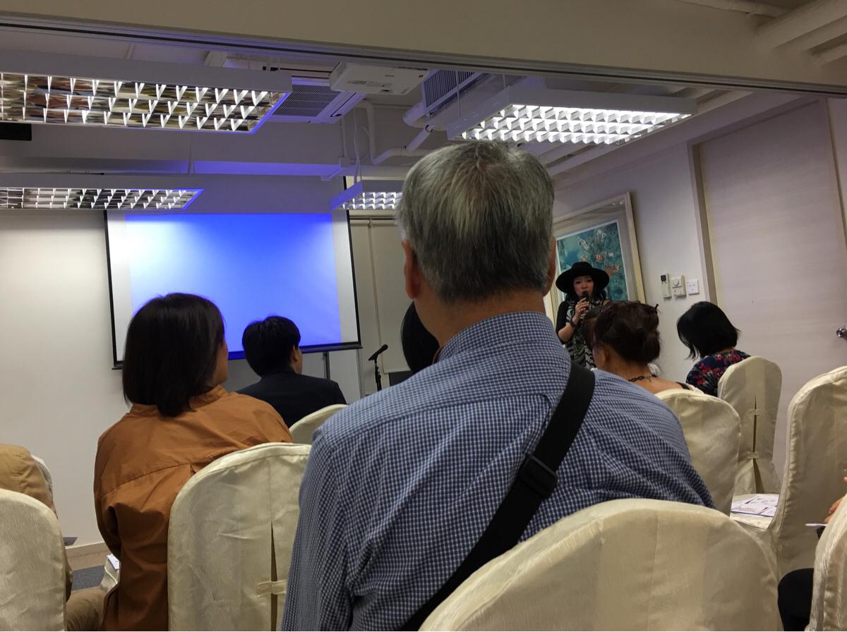 香港和僑会のイベントで自分に似合う色を教えてもらいました