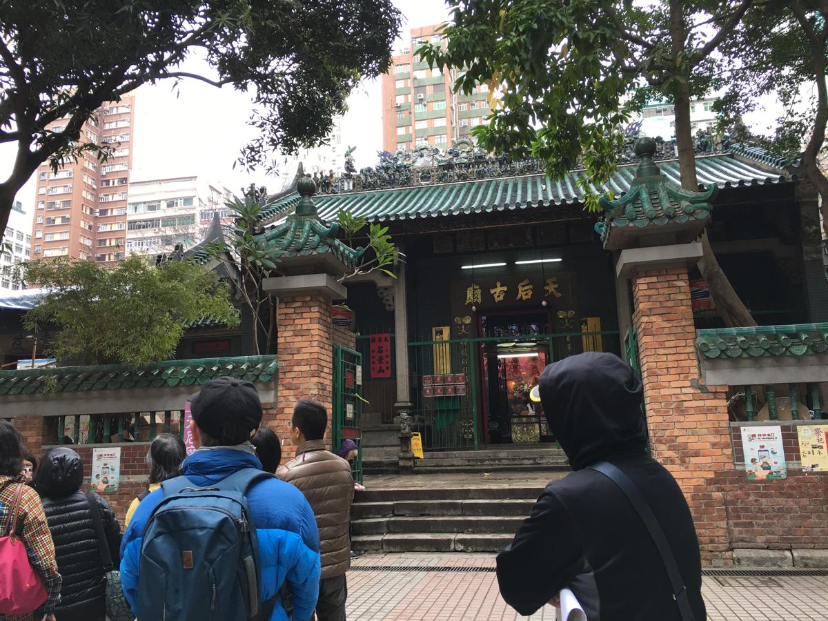 朝の香港油麻地を散歩 ~ (4)人のいない朝の廟街はちょっと怪しい雰囲気です / 上海街 〜 廟街 〜 油麻地公共図書館