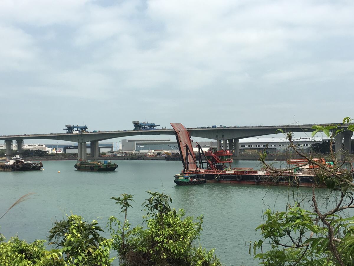 香港とマカオを結ぶ港珠澳大橋は「血の涙の橋」と呼ばれています