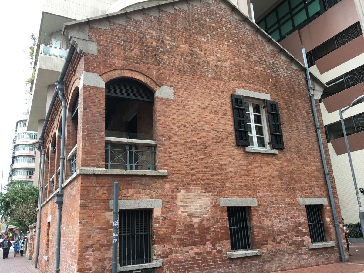歴史的建築物を管理している「古物古蹟辦事處」は「前九龍英童學校」という歴史的な建物の中にあります〜香港歴史散歩@尖沙咀