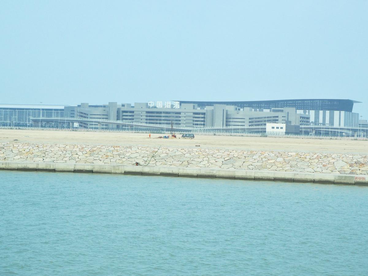 香港とマカオ/珠海を結ぶ橋である港珠澳大橋のマカオ側のイミグレーション「珠澳口岸」の建物が思いのほか出来上がっていて驚いた