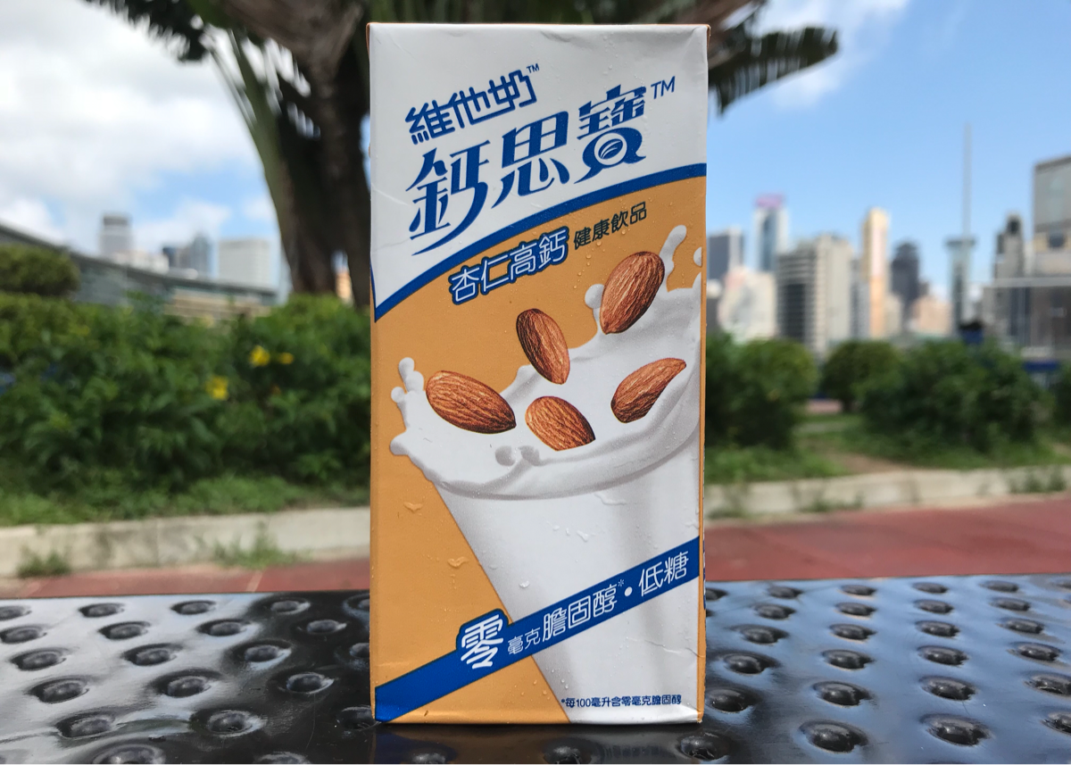 VITASOY(維他奶)のカルシウムを強化したアーモンドミルク「VITASOY Calci-Plus Almond(杏仁高鈣健康飲品)」を飲んだ