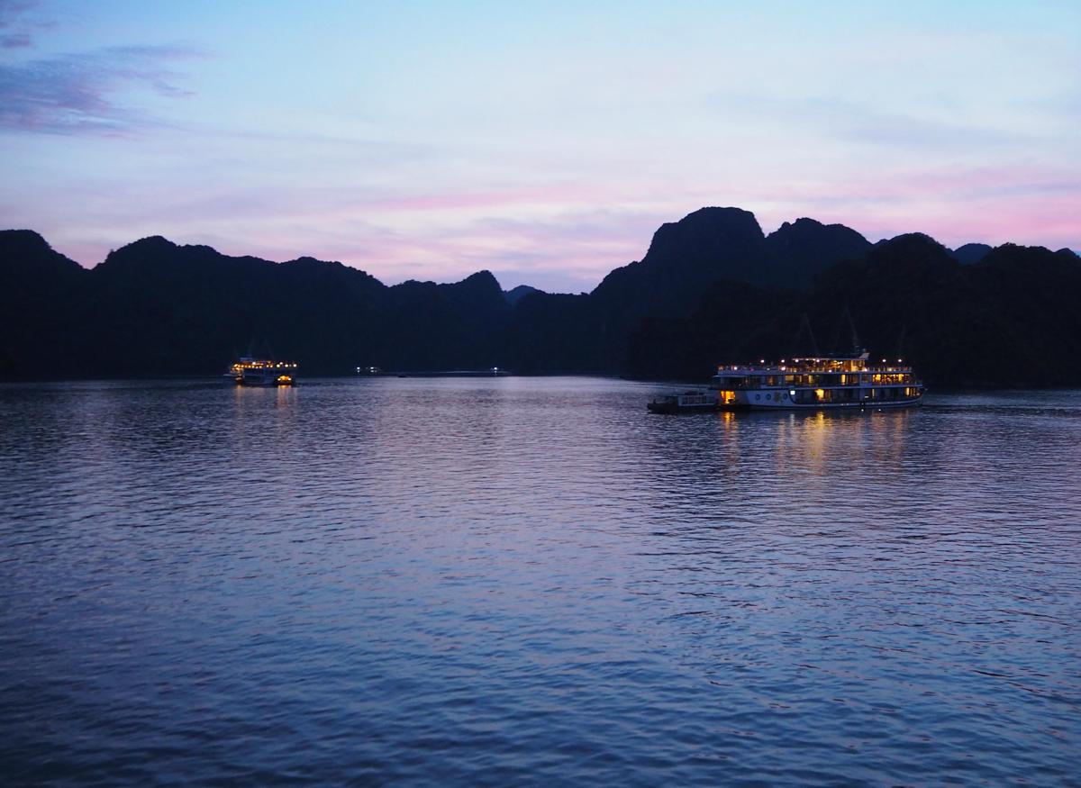 ハロン湾の絶景は昼間も良いけど、夕暮れ時と明け方が幻想的で素晴らしかった~子連れでハロン湾(8)