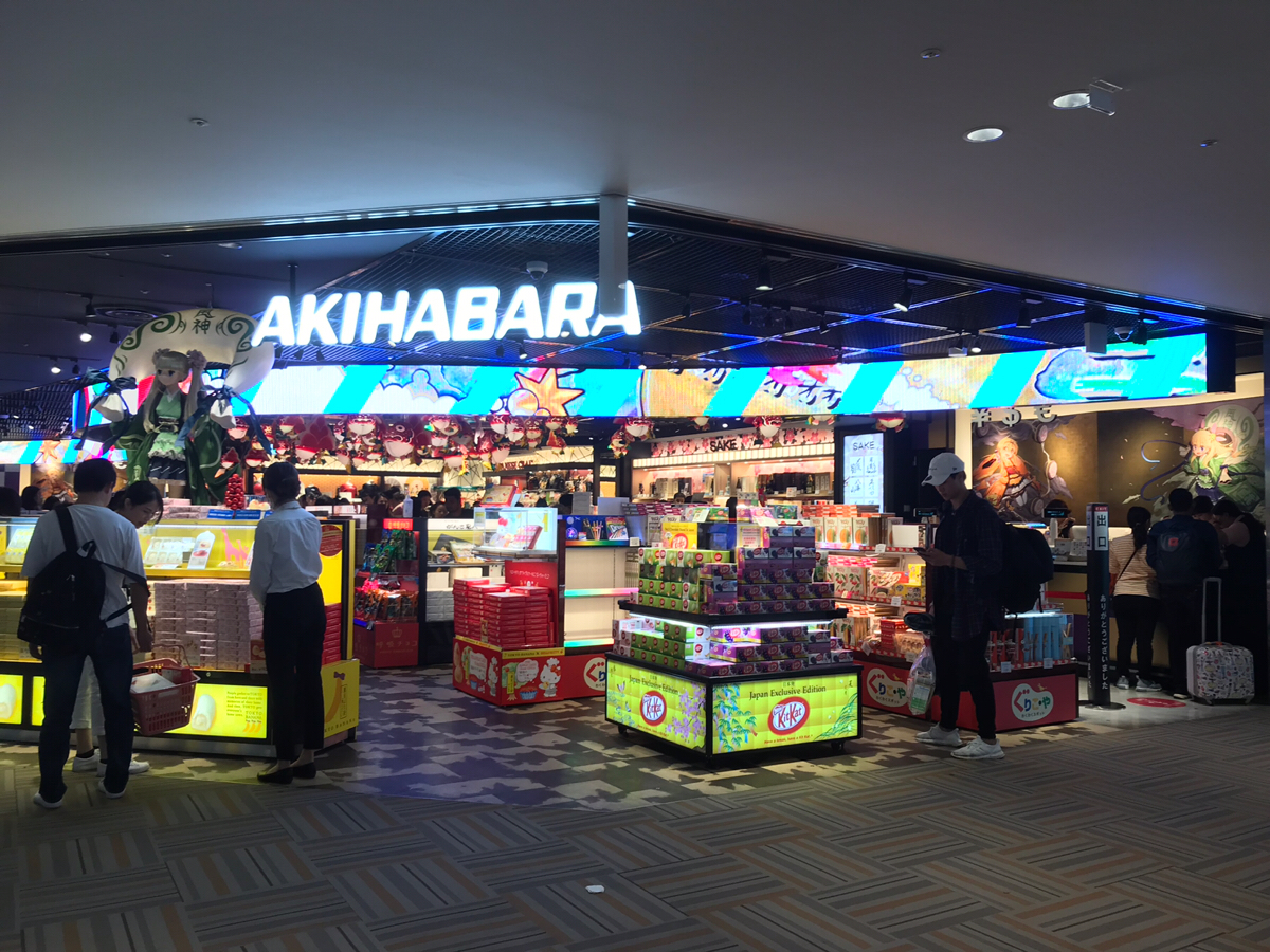 成田空港第2旅客ターミナルの香港エクスプレスのチェックインカウンターがユニクロの裏にあって驚いた