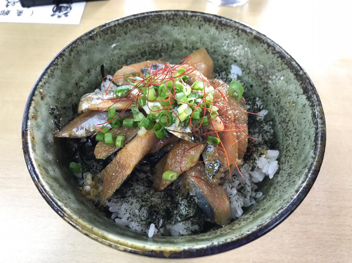 魚政@釧路フィッシャーマンズワーフMOOで食べた「さんまぶっかけ丼」のさんまか凍っていたのは「ルイベ」だった