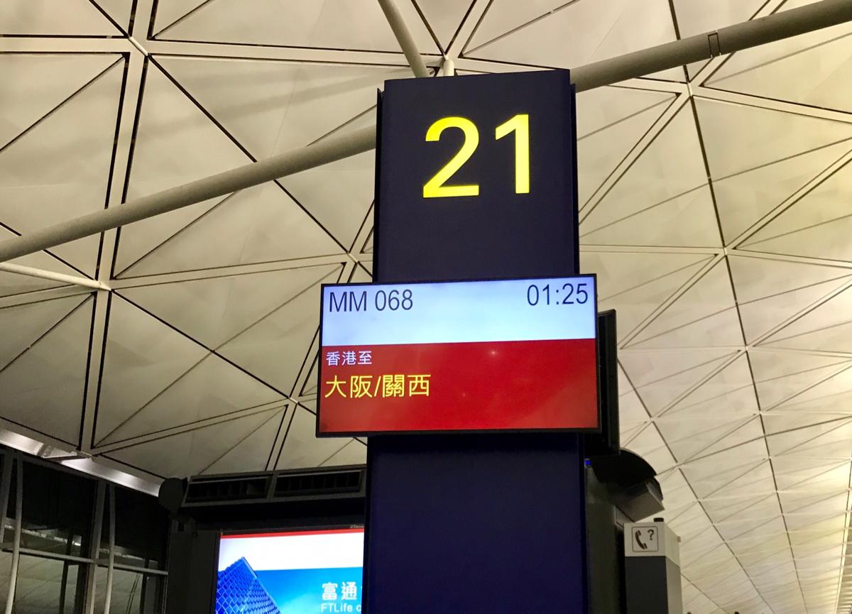 ピーチ航空の深夜便で香港国際空港から関西国際空港まで移動して、日系ならではの安心感を感じた
