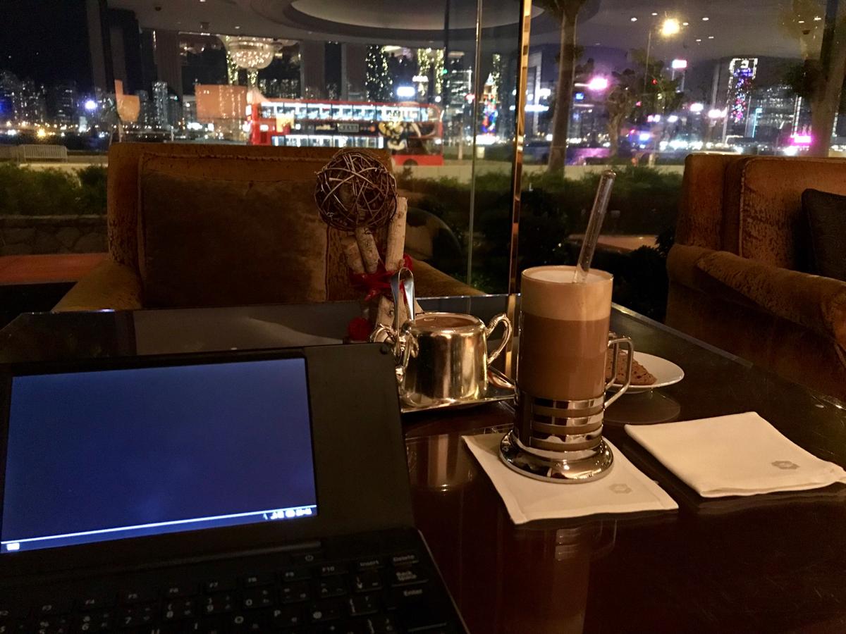 高級ホテルのロビーはびっくりするくらい集中して作業ができるので、とっておきの時にキープしておこうと思う~カオルーン シャングリ・ラ香港@尖東