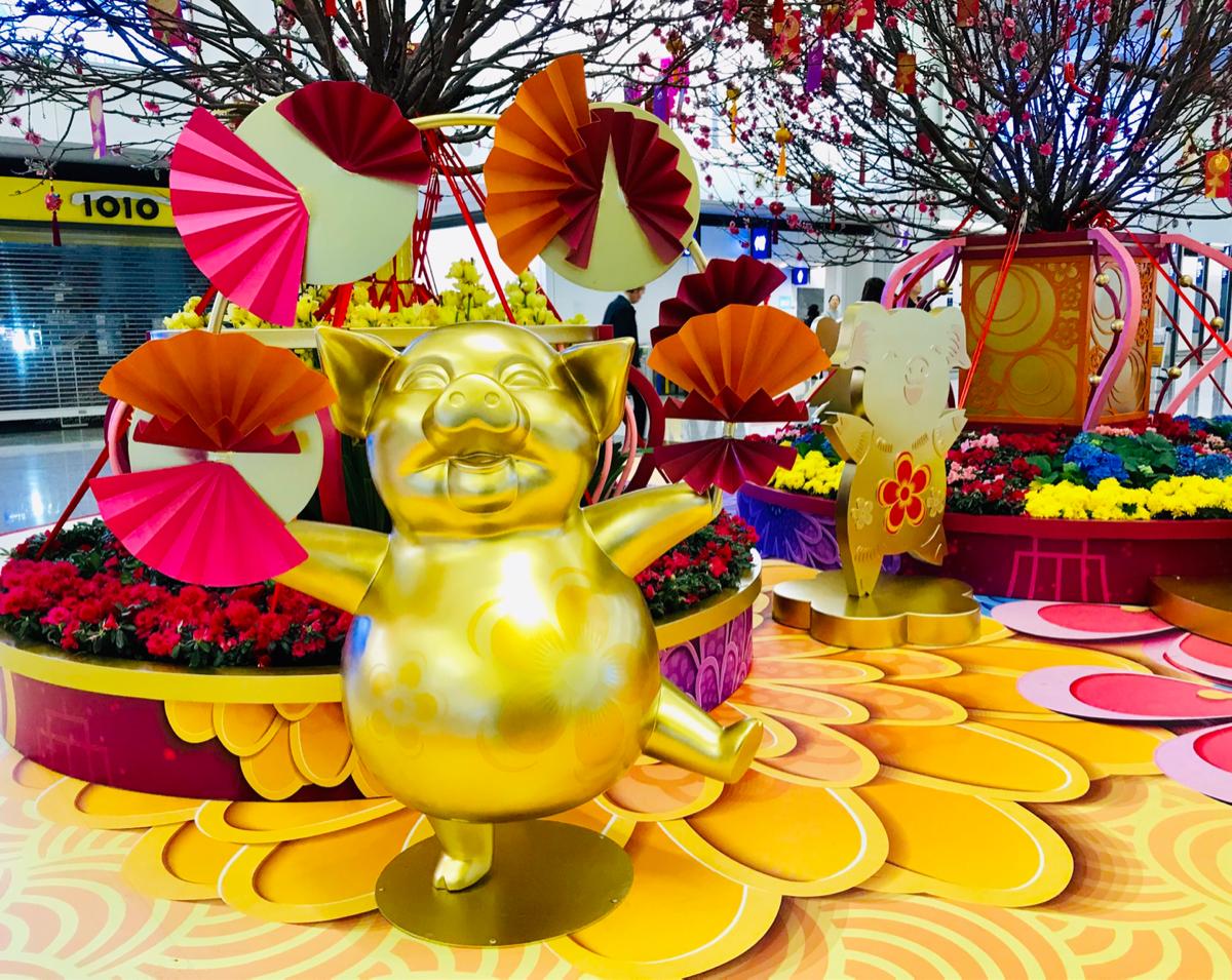 香港国際空港で旧正月の飾りを鑑賞して、1年に2回お正月があるのは不思議な感じがするなと思った