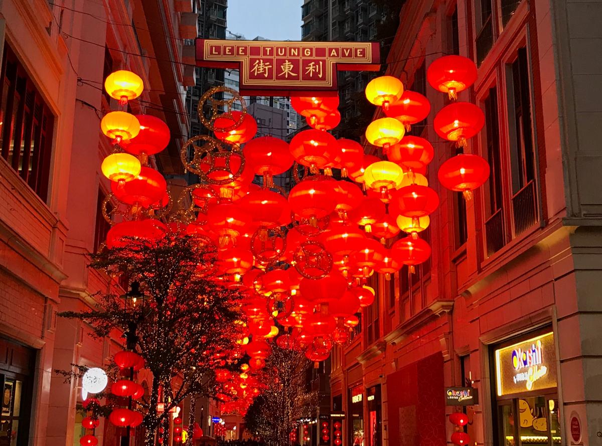 大晦日に灣仔の街を歩いて、インスタ映えする利東街の赤提灯を眺めた