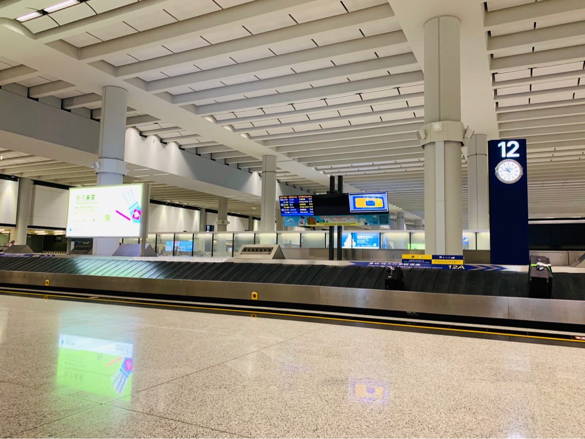 香港国際空港で荷物が出てこなかったけど、理由はひとつしかないだろうなと思った