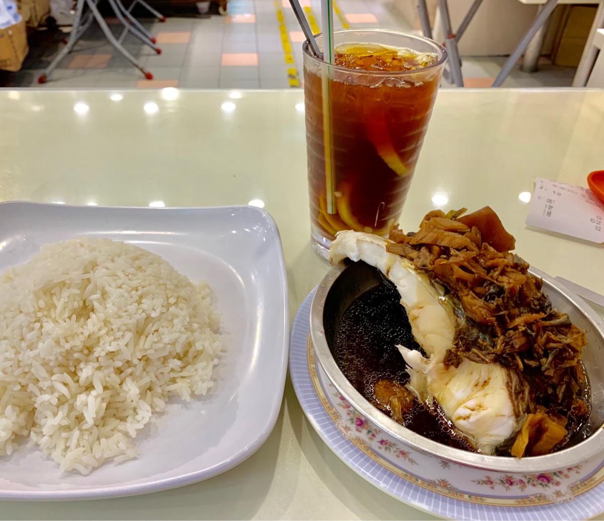 香港の定食メニューで色合いを求めるのは以外と難しい。